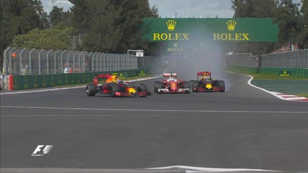 Verstappen segurou Vettel no fim, depois foi punido, e Ricciardo quase conseguiu o pódio (Foto: Divulgação/F1)