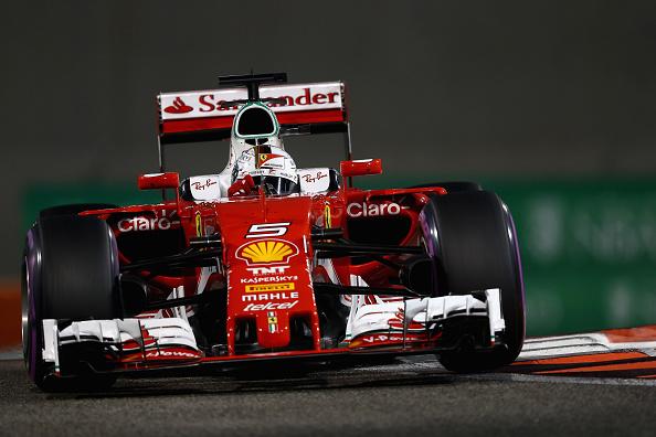 Vettel resolveu tentar uma estratégia diferente, e deu certo (Foto: Clive Mason/Getty Images)