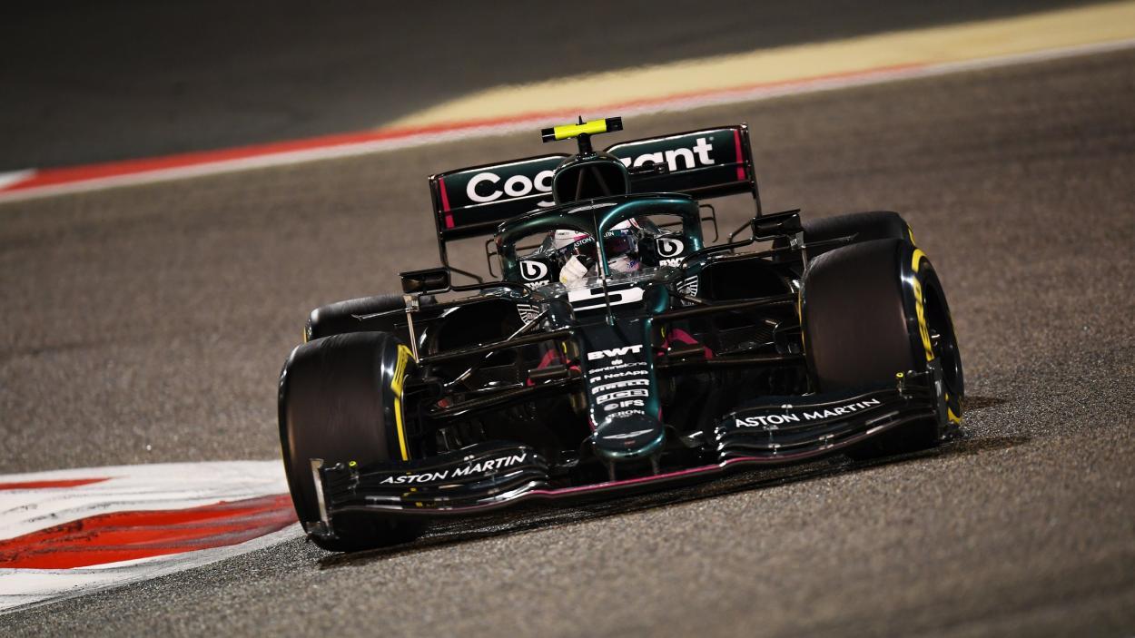 Sebastian Vettel en acción con el Aston Martin. FUENTE: F1