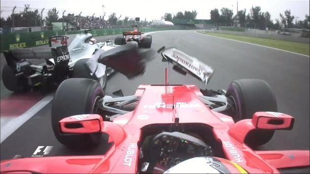 Vettel tocou em Hamilton na largada e mudou a história da corrida (Foto: Divulgação/F1)