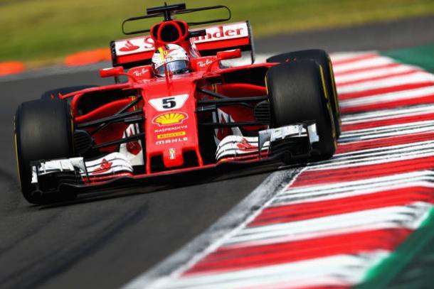 Vettel lutou o quanto pôde, mas acabou vendo a taça ir embora (Foto: Clive Rose/Getty Images)