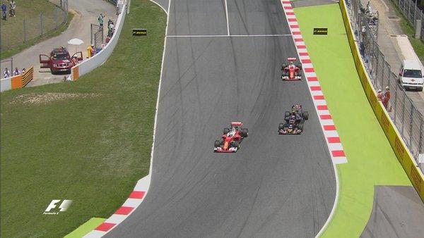 Vettel ultrapassando Sainz e assumindo o terceiro lugar (Foto: Divulgação/F1)