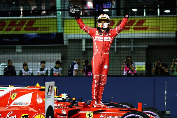 Así celebró Sebastian Vettel su pole en Singapur. Foto: Getty Images