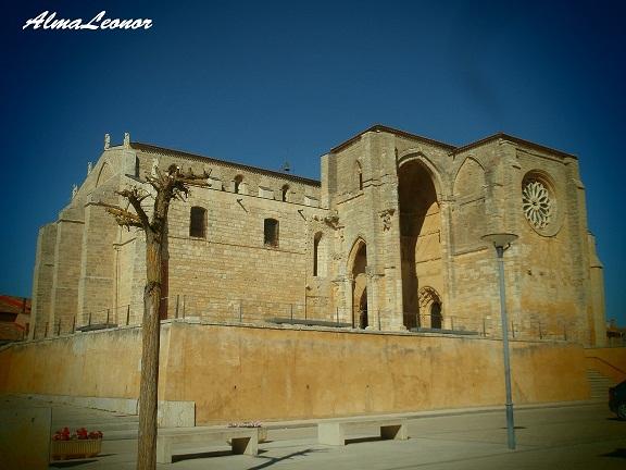 Iglesia de Santa María la Blanca de Villalcázar de Sirga (Palencia). Imagen: AlmaLeonor (VAVEL).