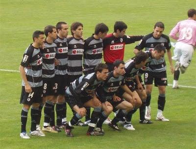 Equipo de la Real Sociedad, que jugó en Mendizorroza ese día. Fuente: corazóntxuriurdin.com