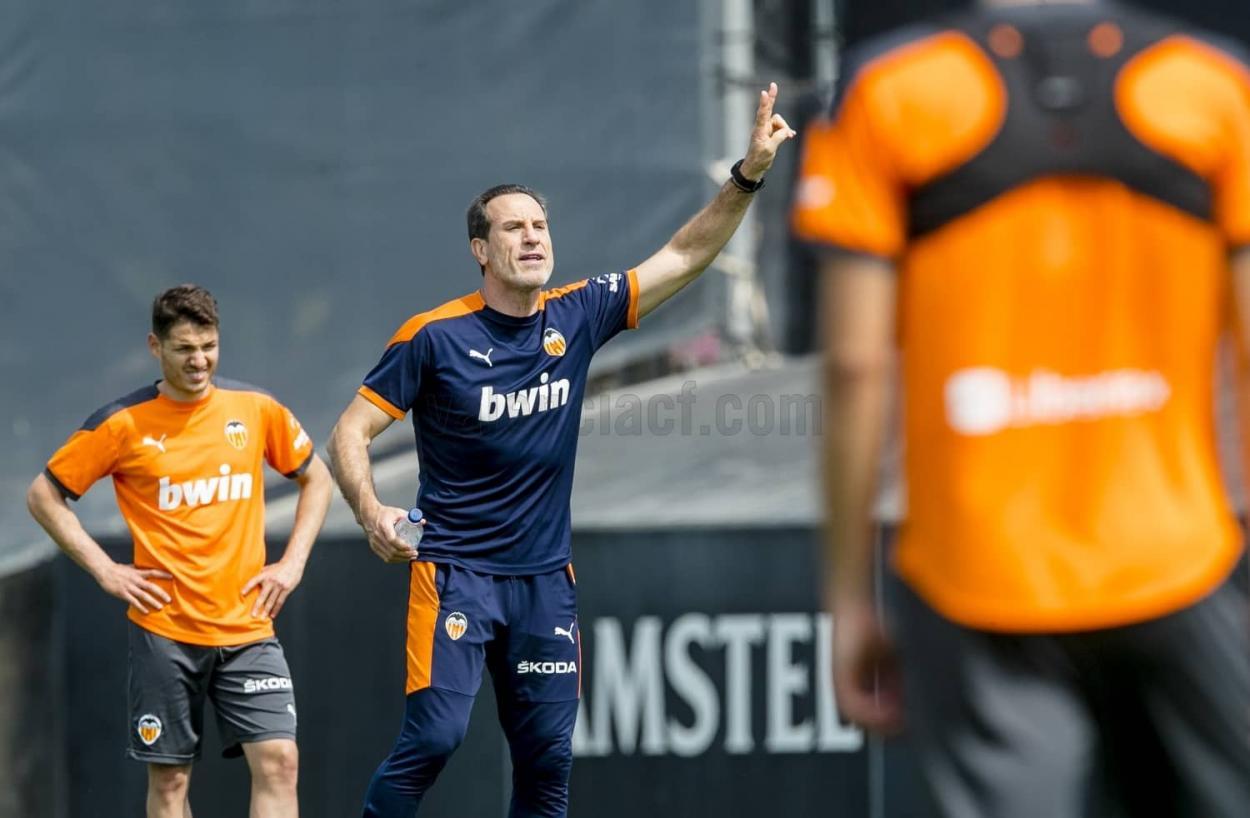 Voro en el entrenamiento   Foto: Valencia CF