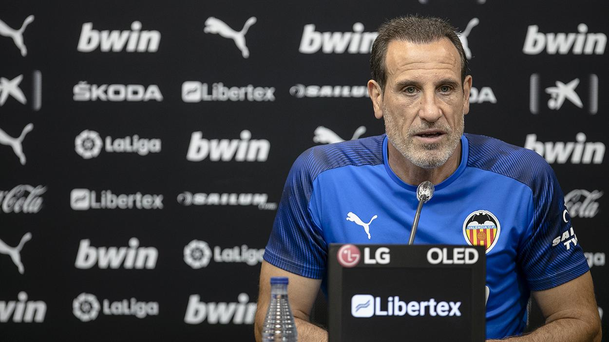Voro hablando con la prensa   Foto: Valencia CF