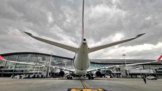 El vuelo AV 152, el encargado de llevar a los deportistas colombianos a Europa. Imagen: @BOG_ELDORADO