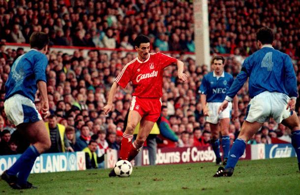 Ian Rush frente al Everton / FOTO: Premier League