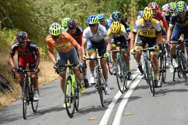 Los ciclistas en plena ascensión | Fotografía: Graham Watson