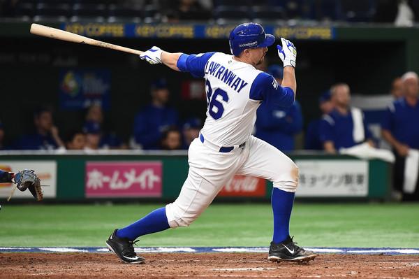 Ryan Lavernway swings. (Matt Roberts/Getty Images AsiaPac)
