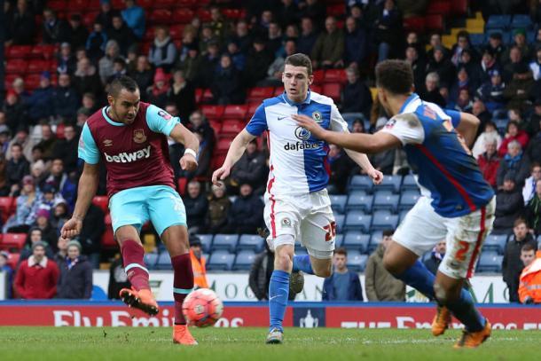 Payet anotando uno de sus dos goles ante el Blackburn | Foto: Getty Images