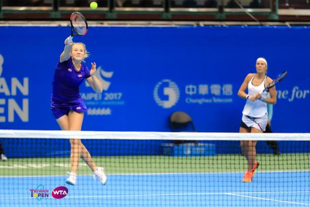 Katerina Siniakova and Lucie Hradecka in action at the Taiwan Open, where they were runner-ups | Photo: WTA Taiwan Open