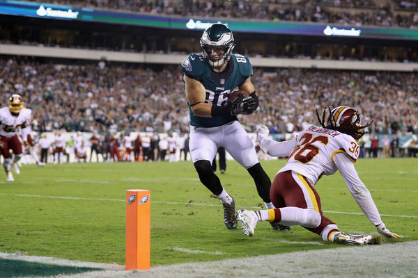 Zach Ertz #86 of the Philadelphia Eagles runs 4-yards to score a touchdown against the D.J. Swearinger #36 of the Washington Redskins. |Source: Abbie Parr/Getty Images North America|