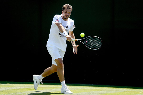 Stan Wawrinka lines up a backhand. Photo: Matthew Stockman/Getty Images