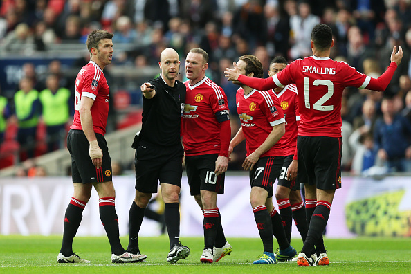Rooney argues with the referee after Everton were awarded a penalty | Photo: Alex Morton/The FA Collection