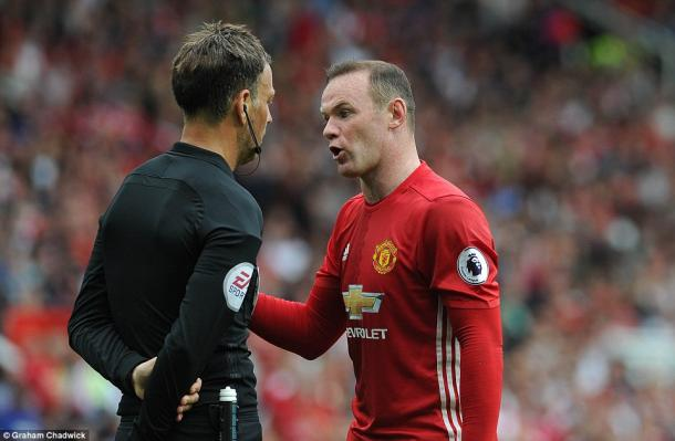 Rooney arguing with refereeing Mark Clattenburg on Saturday | Photo: Graham Chadwick/Daily Mail