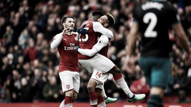 Welbeck y Aubameyang, los goleadores ante el Southampton. Foto: Premier League.