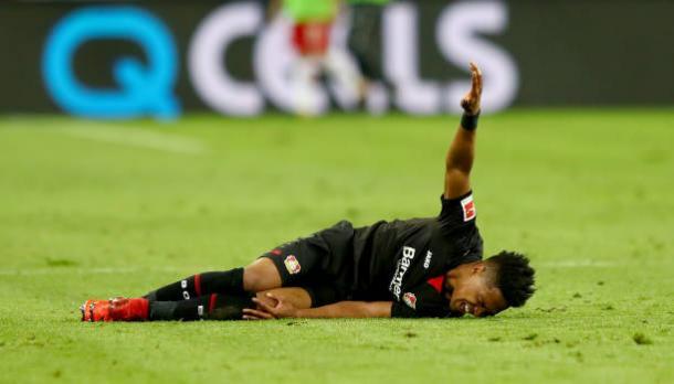 Wendell sofreu uma lesão e deixou o jogo mais cedo (Foto: Martin Rose/Bongarts via Getty Images)