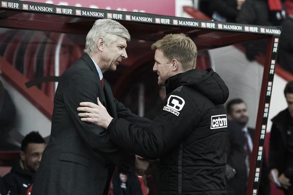 Arsène Wenger y Eddie Howe saludándose. (Foto: Getty Images)