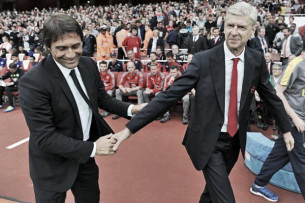 Antonio Conte y Arsène Wenger se dan la mano en un duelo previo | Foto: Getty Images