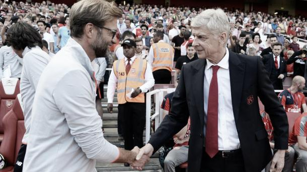 Jurgen Klopp y Arsène Wenger se saludan antes de un encuentro | Foto: Getty Images