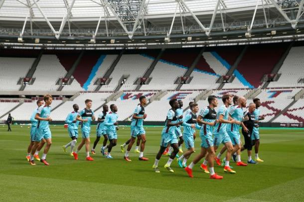 West Ham players train on the pitch of their new home | Photo: Reuters / Andrew Couldridge