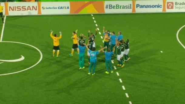 Jogadores do Brasil comemoram a conquista do ouro (Foto: Pedro Henrique Guimarães/VAVEL Brasil)