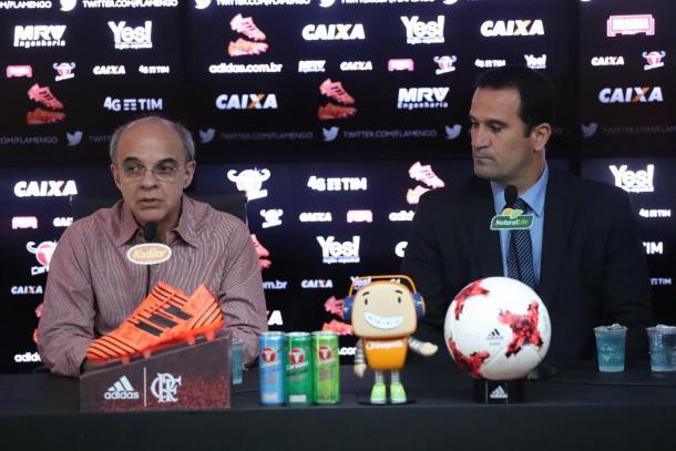 Bandeira participou da coletiva e entregou o cargo para Lomba | Foto: Gilvan de Souza/Flamengo