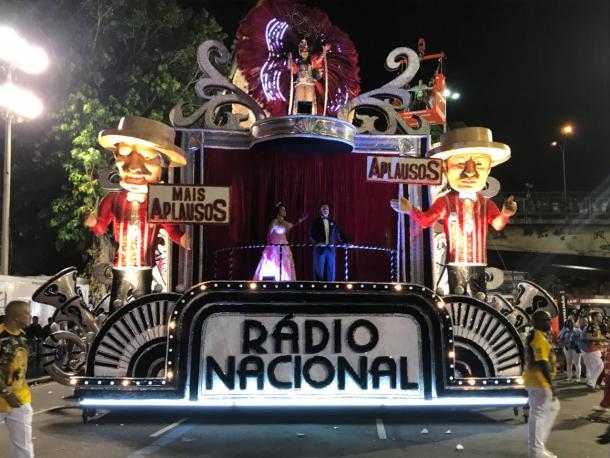 Mais um carro do Leão (Foto: Luís Araújo/VAVEL Brasil)