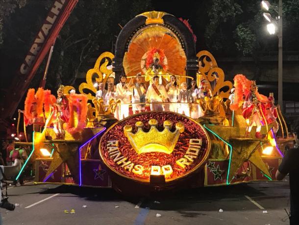 Carro em homenagem às Rainhas do Radio (Foto: Luis Araujo/VAVEL Brasil)