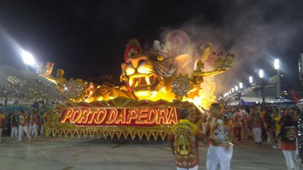 Porto da Pedra evoluindo em seu desfile (Foto: VAVEL Brasil)