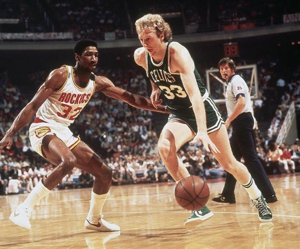 Bird lideró a los Celtics a otro título frente a los Rockets.   Fotografía: Getty Images