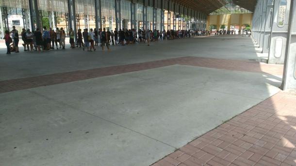A fila no Nilton Santos também estava grande (Foto: Gabriela Leal)