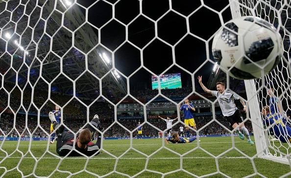 Reus estufa as redes e marca o gol de empate para a Alemanha (Fifa/Getty Images)