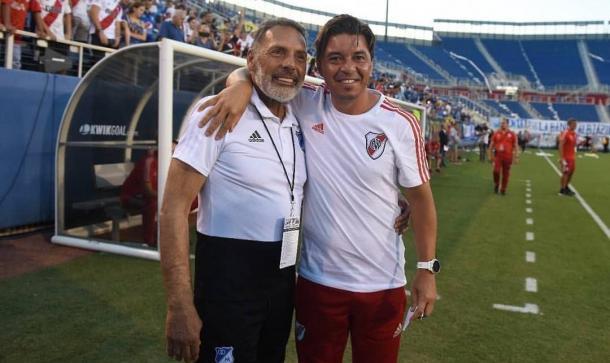 Miguel Ángel Russo y Marcelo Gallardo en el saludo previo al encuentro. Foto: twitter River Plate.