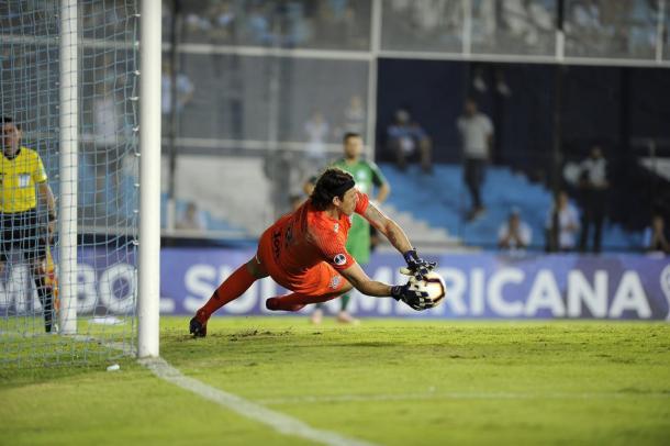 Goleiro Cássio pegando pênalti (Foto: Divulgação / Conmebol)