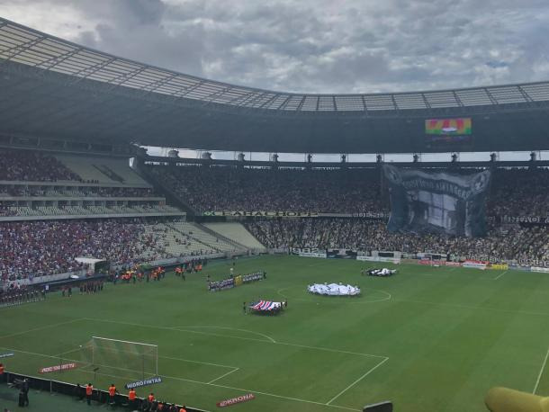 Times cantando o hino (Foto: Zeca Lemos / VAVEL Brasil)