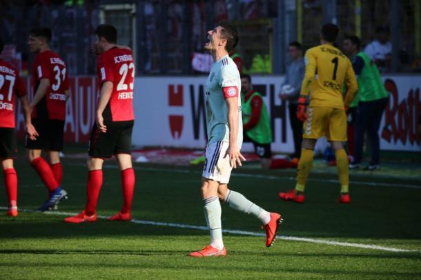O artilheiro Lewandowski marcou seu 19º gol no campeonato, mas não conseguiu dar a vitória (Foto: Bundesliga)