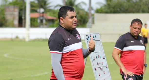 Leston Júnior ainda tem dúvidas para definir do Santa Cruz (Foto: divulgação/Santa Cruz FC)