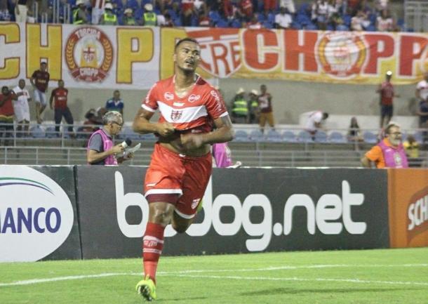 Zé Carlos é a principal referência no ataque do CRB (Foto: divulgação/CRB)