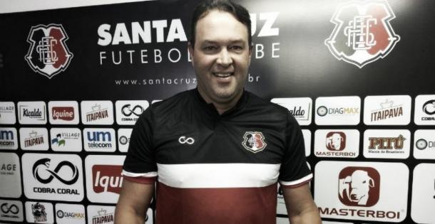 Roberto Fernandes comandou o Santa Cruz durante a Série C em 2018 (Foto: divulgação/Santa Cruz)