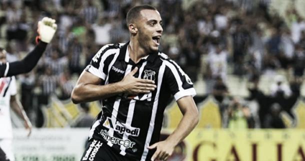 Arthur Cabral comemora gol pelo Ceará no Brasileiro em 2018 (Foto: divulgação/Ceará SC)