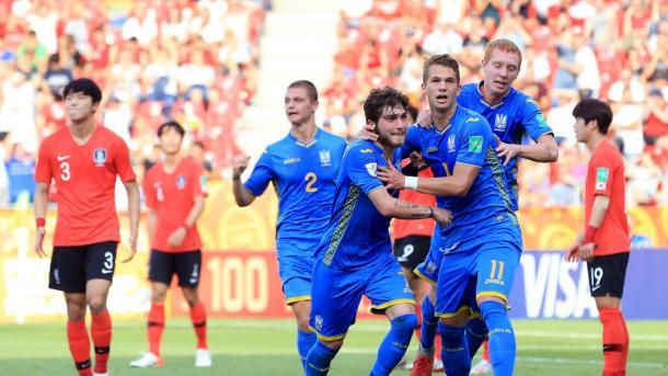Tsitaishvili comemorando o terceiro gol ucraniano, fechando o placar (Foto: Reprodução / Fifa)