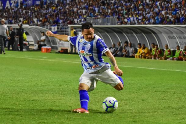 Héctor Bustamante, atacante importante para vitória do CSA sobre Internacional | Foto: Francisco Cedrim/RCortez/CSA