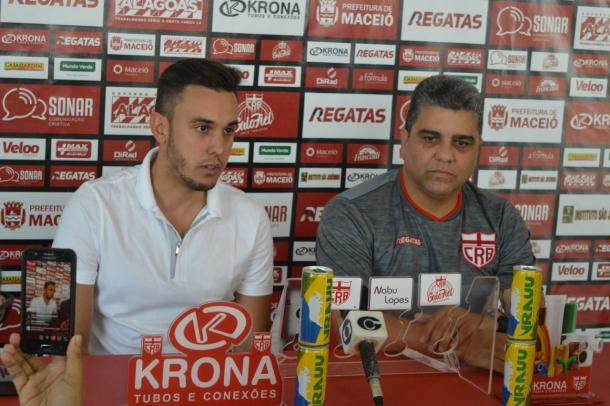 Diretor de futebol Thiago Paes e técnico Marcelo Cabo | Foto: Gustavo Henrique/CRB