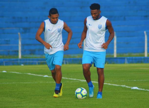 Volantes Dawhan e Jean Cléber devem ser titulares contra Fluminense | Foto: Augusto Oliveira/RCortez/CSA