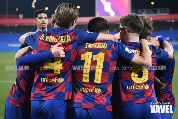 Los futbolistas del Barça celebrando el gol de Morer | Foto: Noelia Déniz, VAVEL.
