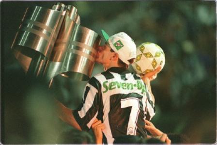Ídolo Túlio com a taça do Brasileiro de 1995