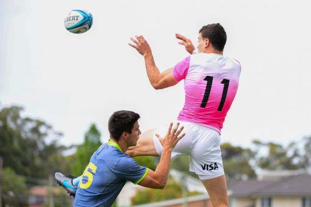 Emiliano Boffelli disputandola pelota - Foto: Los Pumas